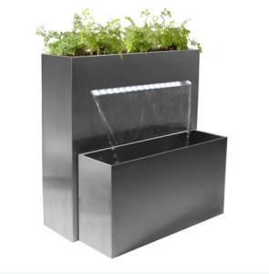 Plantenbak met waterval